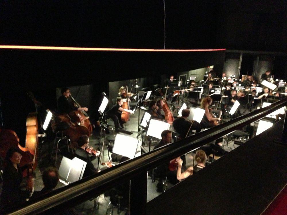Juste 115 musiciens couplés avec des voix hallucinantes pour un très beau voyage.