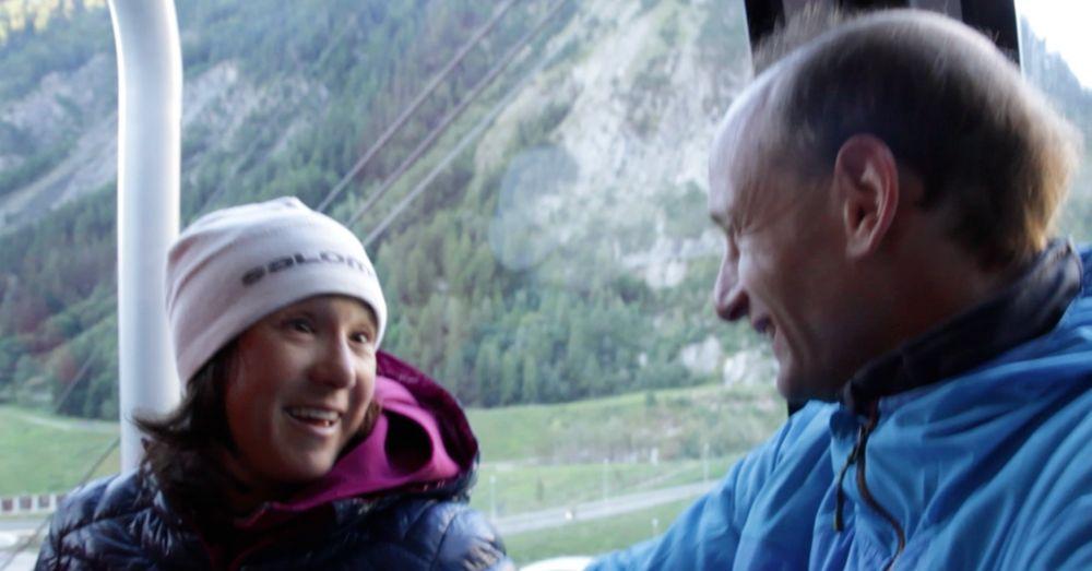 Liv et Cédric dans la benne du Skyway. Photo: Sylvain Pétrop
