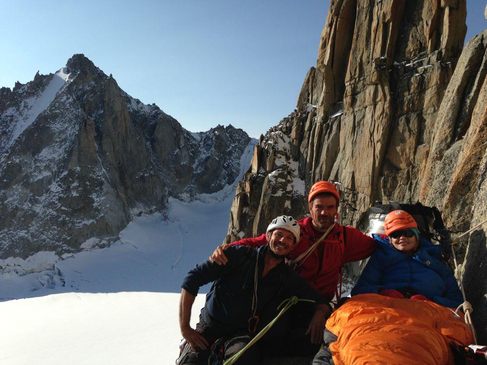 Sylvain et Stéphane, venus de Bourg en Bresse tout exprès pour nous aider….et grimper la voie Bonatti pour leur plaisir!! Photo: Liv Sansoz